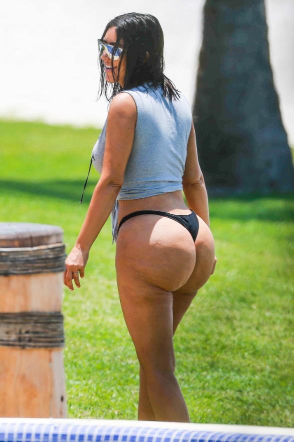 Ким голая без одежды